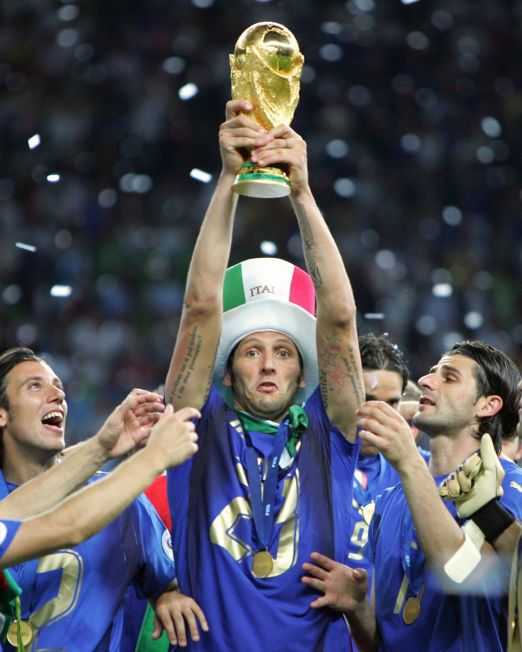 Berlin, GERMANY:  Italian defender Marco Materazzi holds up the 2006 World Cup trophy after Italy won their final football match against France at Berlin?s Olympic Stadium, 09 July 2006.  Italy won 5-3 on penalties.  AFP PHOTO/ODD ANDERSEN  (Photo credit should read ODD ANDERSEN/AFP via Getty Images)
